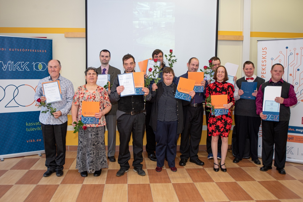 202011 Viljandi koolilopetajad grupipilt